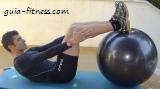 abdominal crunch com braços esticados