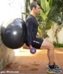 treino total-squat com fitball-agachamento-biceps
